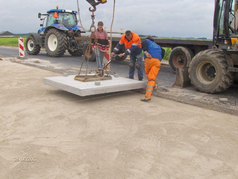 30 juni 2007; oprit in beton leggen