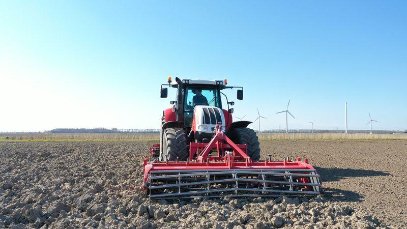 16 april 2021; grondbewerking peterselie en soja