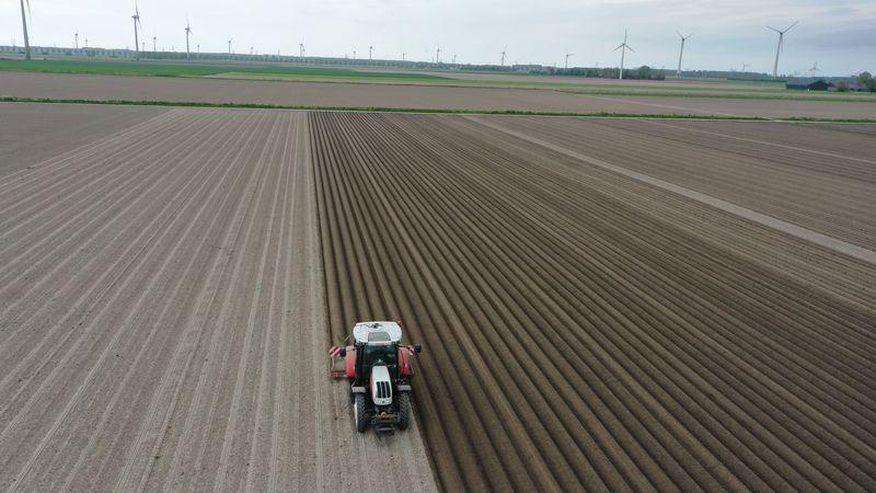 14 mei 2021; aardappel ruggen frezen, aanaarden